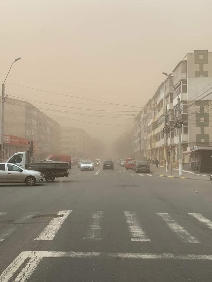 FOTO VIDEO IMAGINI demne de Sahara. Furtună de praf în județul Galați