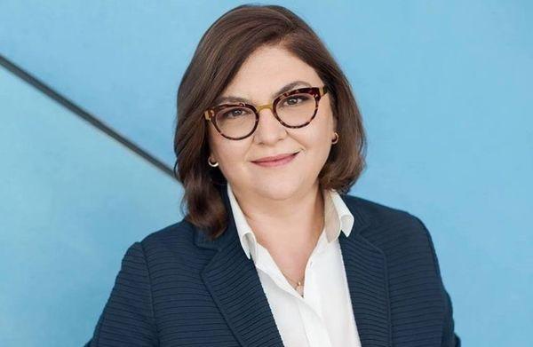 Comisarul european Adina Vălean, despre reluarea transporturilor: Panouri separatoare între pasageri şi şofer, în transportul în comun, rândul din mijloc gol, în avion/ Vălean recomandă verificarea condiţiilor din ţările în care se călătoreşte