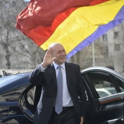 Fostul preşedinte Traian Băsescu îşi depune astăzi candidatura pentru Primăria Capitalei