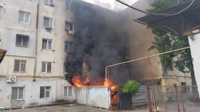 Zi de foc pentru pompieri. Un nou incendiu lângă Piaţa Nicolina