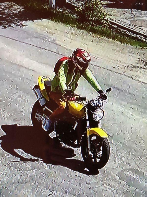 Poliţiştii din Bistriţa-Năsăud caută un motociclist, bănuit că a accidentat grav un copil de 5 ani şi a fugit/ Copilul este în stare gravă, intubat - FOTO