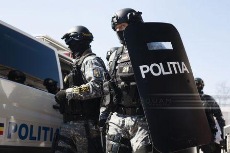 Zeci de percheziţii în Prahova şi Dâmboviţa, într-un dosar vizând încheierea de contracte de drepturi de autor fictive pentru obţinerea indemnizaţiei de sprijin acordate de stat celor afectaţi de restricţiile impuse în contextul pandemiei