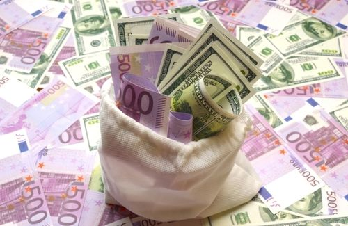 Leul a scăzut luni la 4,8746 unităţi pentru un euro