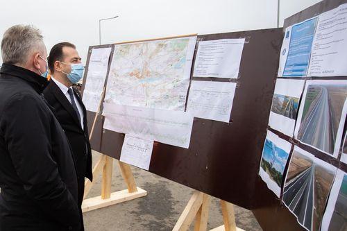 Preşedintele Klaus Iohannis şi premierul participă la deschiderea tronsonului de Autostradă A7 - varianta ocolitoare Bacău