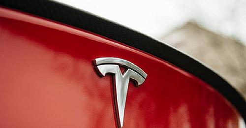 Tesla investeşte 1,5 miliarde de dolari în bitcoin; cursul criptomonedei atinge un nou record, de peste 43.000 de dolari