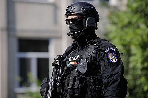 Percheziţie la locuinţa bărbatului suspectat că a intrat într-o unitate bancară din Bucureşti cu o replică a unui pistol, cerând bani/ El este audiat la sediul Serviciului Investigaţii Criminale